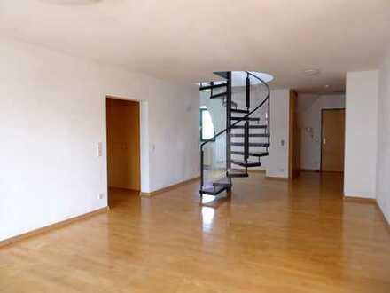 Sehr helle, großzügige 4-Zimmer-Maisonette-Wohnung in ruhiger Lage