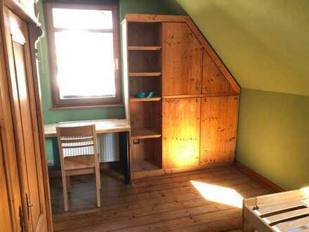 Nordzimmer (gemütlich, klein, chemiefrei, viel Holz) in Gonsenheim