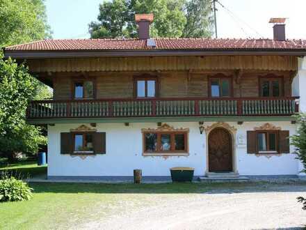 Liebevoll renoviertes Landhaus mit großzügiger Grünfläche
