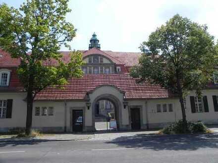 Ruhe und Eleganz im grünen Ludwigpark! 2-Zimmer-Dachgeschosswohnung in Buch