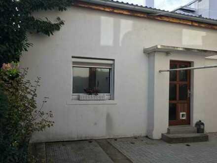 Hinterhaus mit 3 Zimmern auf 2 Etagen in Karlsruhe Durlach für junges Wohnen gegen Gebot