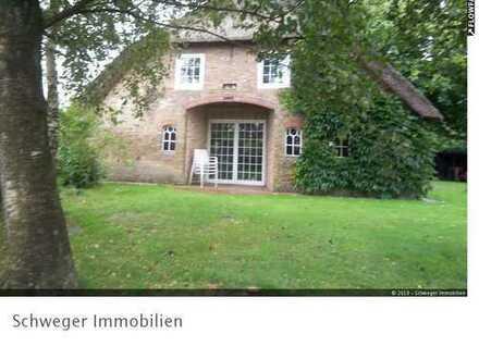 Außergewöhnlich schönes Reetdachhaus in guter Lage von Seeth (Nordfriesland) zu verkaufen