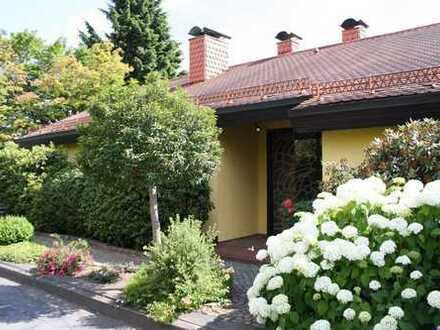 Mediterrane Villa im Bungalowstil in Netphen-Deuz