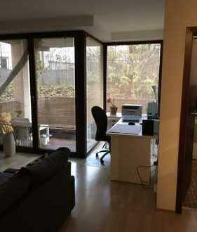 Stilvolle, gepflegte 2-Zimmer-Wohnung mit Balkon und Einbauküche in Mainz
