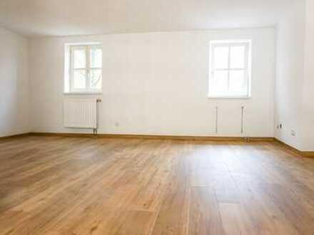 ++ Erstbezug nach Renovierung - große 3-Zimmer-Whg. in zentraler Lage ++