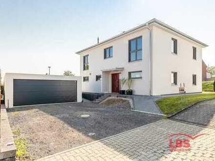 Modernes Einfamilienhaus mit viel Platz!!