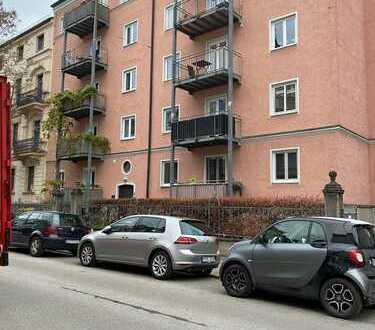 Ruhige 3 Zimmerwohnung + Wohnküche im obersten Stockwerk sanierter Altbau mit Lift