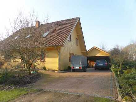 Gemütliches Holzhaus mit Sonnenterrasse und schönem Garten lädt zum Entspannen ein