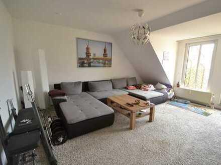 Charmante 2 Zimmer- Dachgeschosswohnung mit Terrasse und Einbauküche in gepflegter Wohnanlage
