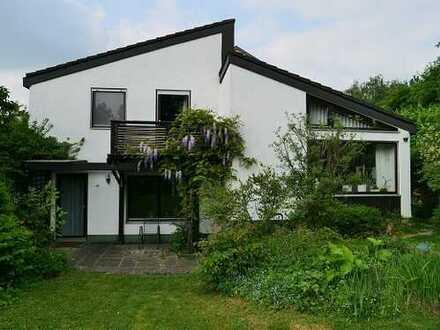 Einfamilienhaus mit Einliegerwohnung am Waldrand in Ulm, Wiblingen