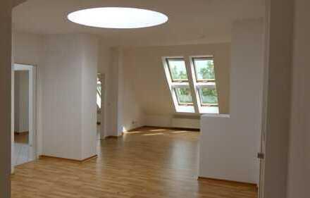 Sonnige 4 Zimmer DG Wohnung, 2 Terrassen, teilgewerblich nutzbar, nähe Charité