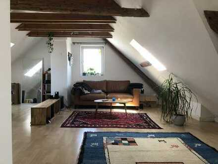 Charmante 1,5-Zimmer-Dachgeschosswohnung mit EBK in Ausburg zur Zwischenmiete