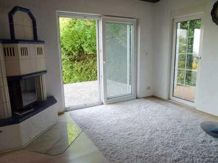 Seeheim-Jugenheim/OT; naturnah gelegenes Zweifamilienhaus in beliebter guter Hanglage