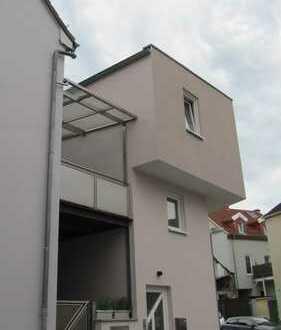 TOP Renoviertes/Modernes Einfamilienhaus mit Balkon und 2 Garagen direkt in der Innenstadt