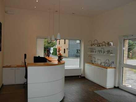 Für individuelle Nutzungszwecke: Ausstellungs- & Büroräume mit Lagerflächen