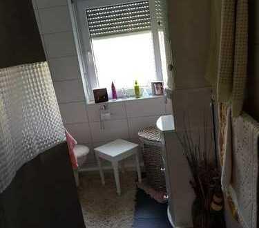 Kleines 10 qm Zimmer aber Rest der Wohnung zur Mitbenutzung in allen Bereichen