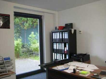 Moderne, helle und repräsentative Bürofläche mit eigenem Eingang und Terrasse