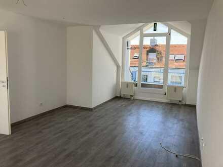 Dachgeschosswohnung 3 Zimmer mit Dachterrasse und Küchenbalkon