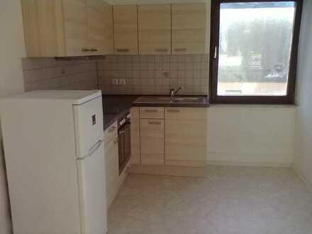 Gepflegte 2-Raum-Wohnung mit Einbauküche in Pegnitz.
