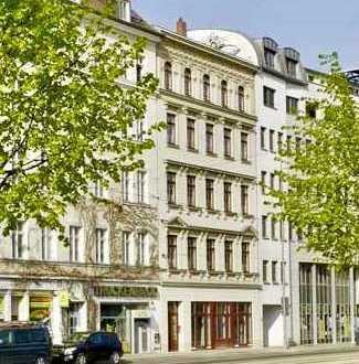 Stilvolle, sanierte 3-Zimmer-Wohnung mit Aufzug, Loggiabalkon und Einbauküche im Herzen von Leipzig