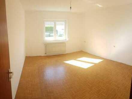 Schöne, helle 2 Zimmer Einliegerwohnung mit eigener Terrasse
