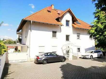 ++GROSS UND CHARMANT MIT WEITBLICK++Gepflegte 3-Zimmerwohnung mit 2 Balkonen und Einbauküche++
