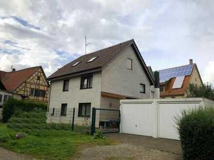 Einfamilienwohnhaus mit ELW im Dachgeschoss in Grenzbauweise