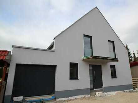 ERSTBEZUG -großzügiges Einfamilienhaus mit Kaminoption, Terrasse und Garten, Garage und STP