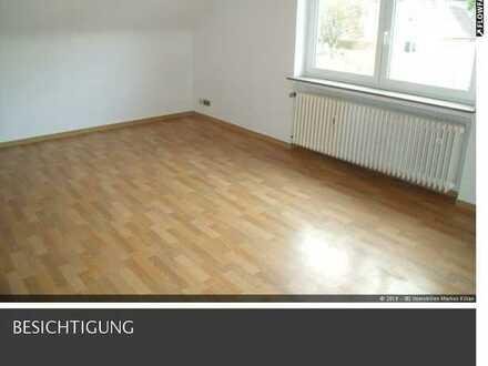 Mitten in Thalfingen gelegene 3-Zimmer-Dachgeschoss-Wohnung mit kleiner Einbauküche.