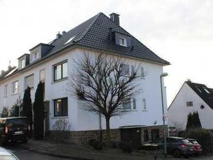 Erstbezug nach Sanierung: ansprechende 3-Zimmer-Hochparterre-Wohnung mit Balkon in Essen