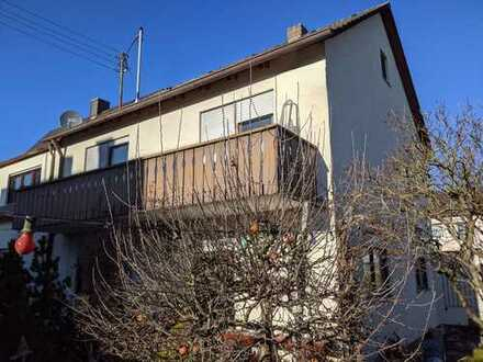 Von Privat: Doppelhaushälfte mit vier Zimmern, Garten und Garage im Herzen von Gersthofen