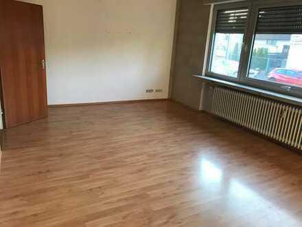 3-Zimmer-Erdgeschosswohnung mit großer Terrasse im Innenhof in Mühlheim - bezugsfertig !