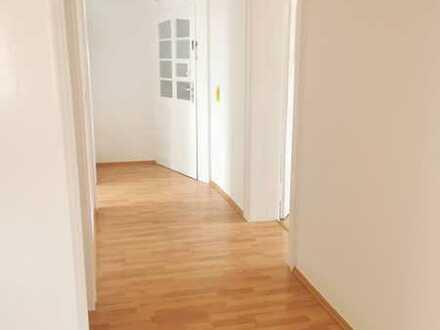 Traumhafte perfekte neu sanierte 3 Zimmer Wohnung inmitten der KA-Oststadt - nähe A5 und KIT !
