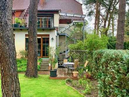 Doppelhaushälfte mit zwei Wohnungen - 2-Zimmer-Dachgeschosswohnung mit 73 Quadratmetern bezugsfrei!