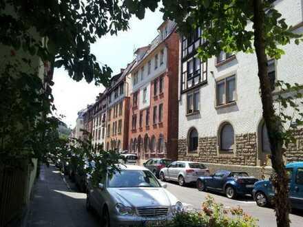 Helle und freundliche, denkmalgeschützte 2-Zimmer Wohnung im 3.OG über den Dächern von Stuttgart