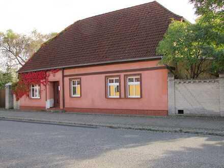 Ehemalige Hofstelle am Rande des Oderbruchs in Platkow (Märkisch Oderland)