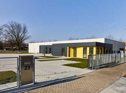 Neues topmodernes Produktionsgebäude mit Produktionshalle und Bürotrakt