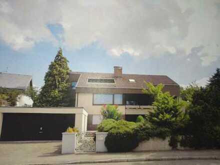 Schönes, geräumiges Haus mit sieben Zimmern in Esslingen (Kreis), Nürtingen