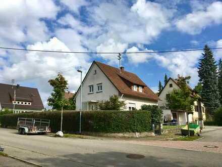 Schönes Haus mit fünf Zimmern und großem Garten in Metzingen