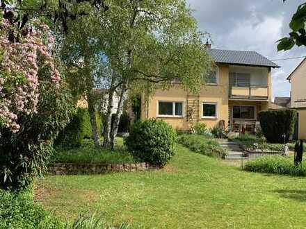 Großzügiges und familienfreundliches 1-Familienhaus mit herrlichem Gartengrundstück in ruhiger Lage.