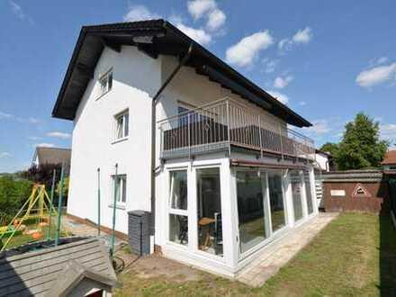 Ideal f. Jung u. Alt!8-Zi.-2-Fam-Hs. mit 2 Küchen, 2 Bädern in Rgbg. N./Konradsiedlung