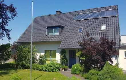 1-Familienhaus,altersgerecht, sowie mit Einliegerwohnung, großem Garten,Carport & Solaranlage