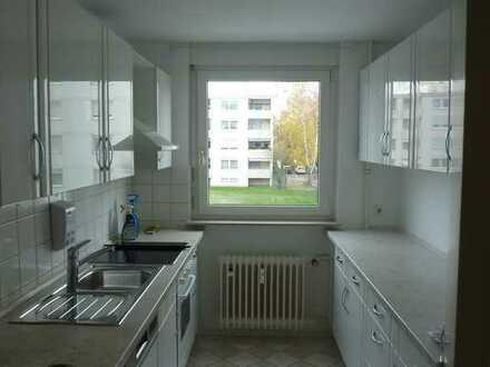 2 Zimmer-Etagenwohnung mit gutem Schnitt, Balkon und Abstellplatz