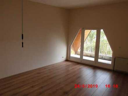 Dachgeschosswohnung: In Lichterfelde 3- Zimmerwohnun WBS erforderlich