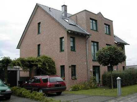 Rath-Heumar schöne Doppelhaushälfte, 4 Schlafzimmer, in verkehrsberuhigter Spielstraße