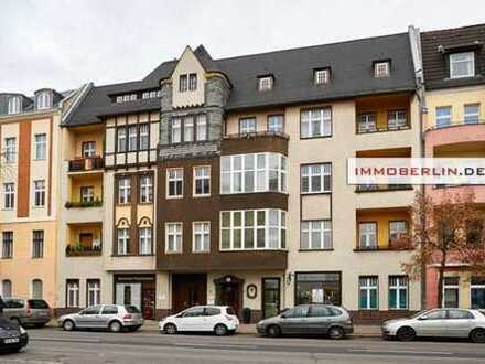 IMMOBERLIN: Charmante Altbauwohnung mit Südloggia & -balkon in Havelnähe