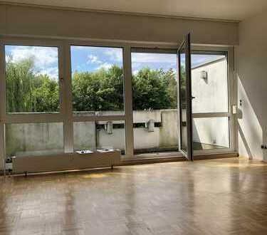 Frisch renovierte 3 Zimmer Wohnung mit Parkett & Balkon & Grünblick