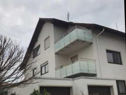 Gepflegte 3-Zimmer-Dachgeschosswohnung mit Balkon und Einbauküche in Aschaffenburg