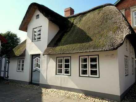 Exklusives Ferienhaus unter Reet mit Geschichte
