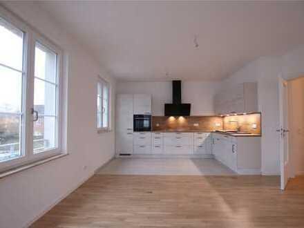 Elegante Neubauwohnung mit toller Küche in schöner Wohngegend